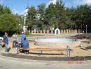 Строительство фонтана на Площади ожидания в Заре